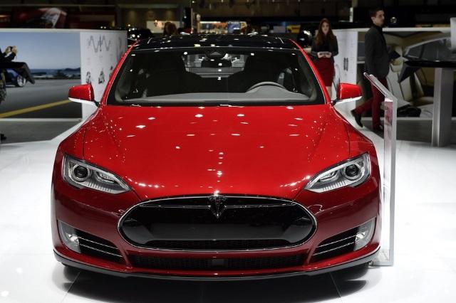 Инвесторы просят Тима Кука купить Tesla Motors