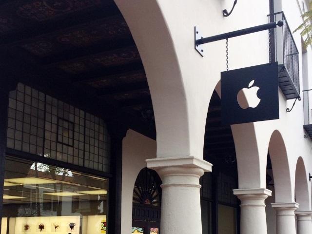 Yahoo Finance: Apple может поглотить BlackBerry