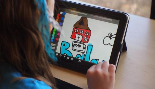Вновь научебу: 10лучших аксессуаров для iPhone иiPad для школьников истудентов