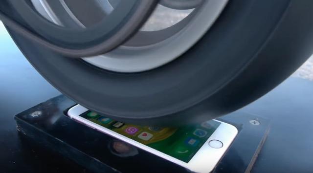 Мотоцикл против iPhone 6s