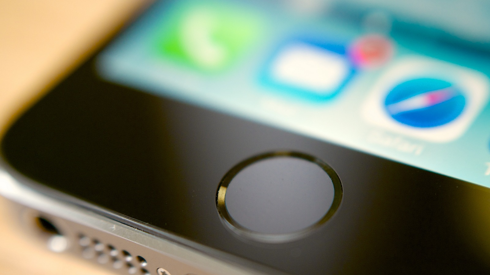 [Фото] Предполагаемый iPhone se сравнили с iPhone 5