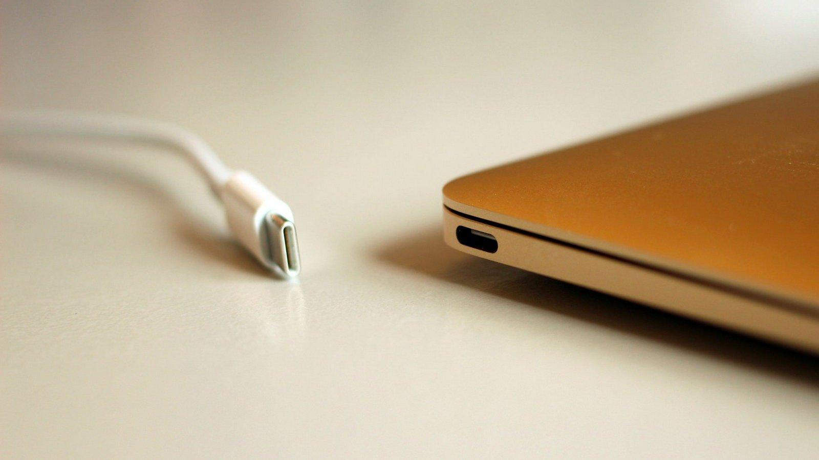 Apple начала рассылку обновлённых USB-C взамен бракованных