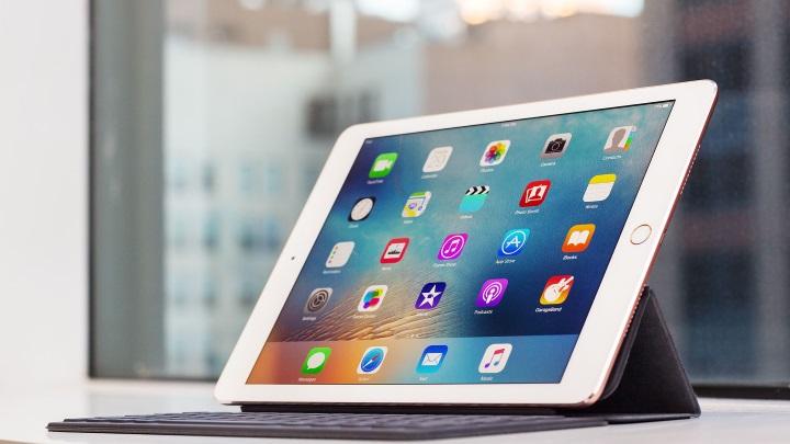 iPhone SEотстает отпредыдущих смартфонов Apple, 9,7-дюймовый iPad Pro продается лучше