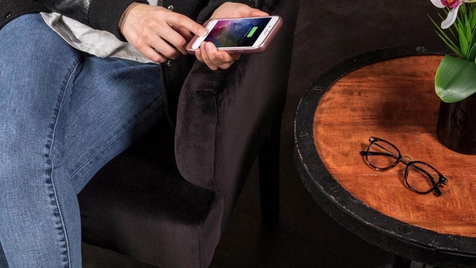Mophie Juice Pack Air: чехлы-аккумуляторы для iPhone 7/7 Plus с беспроводной зарядкой