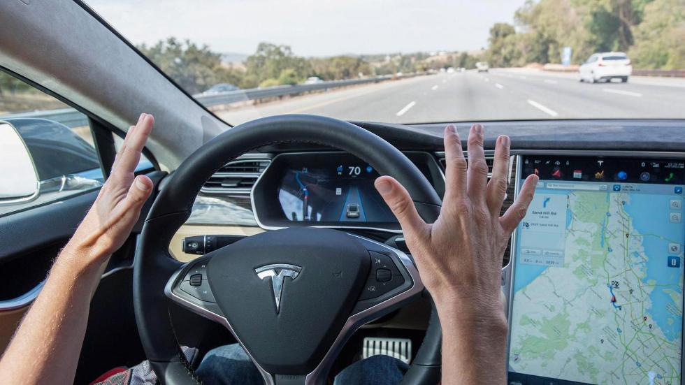 Автопилот Tesla в течение 37 минут предупреждал водителя об аварии