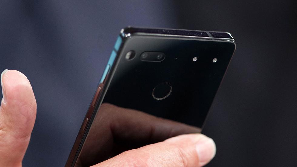 Энди Рубин пообещал начать поставки смартфона Essential в «ближайшие недели»