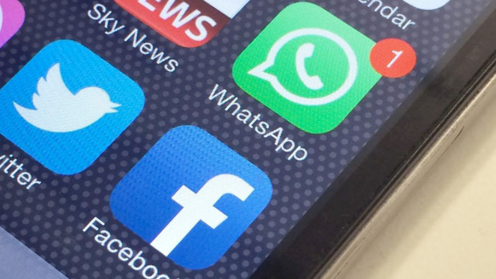 В WhatsApp появились цветные статусы