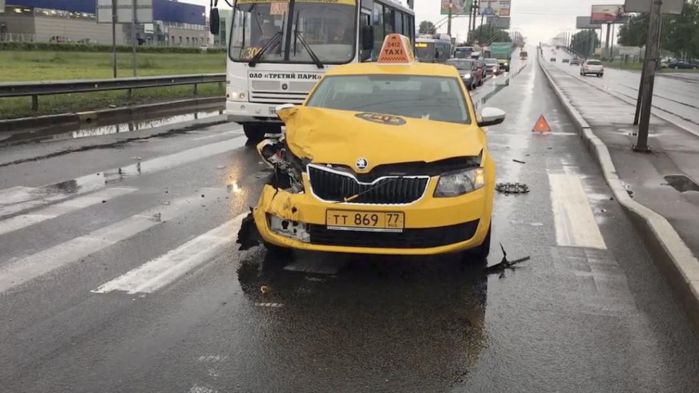 Uber и «Яндекс.Такси» будут страховать пассажиров во время поездок
