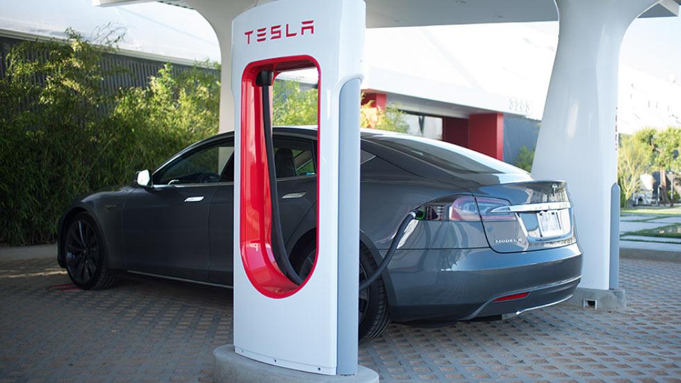 Появился калькулятор, который поможет выяснить: выгодно ли ездить на Tesla?