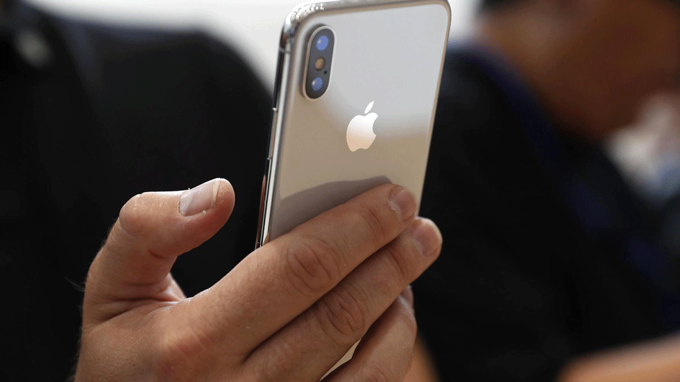 Зайти в магазин и купить iPhone X можно будет в январе или марте