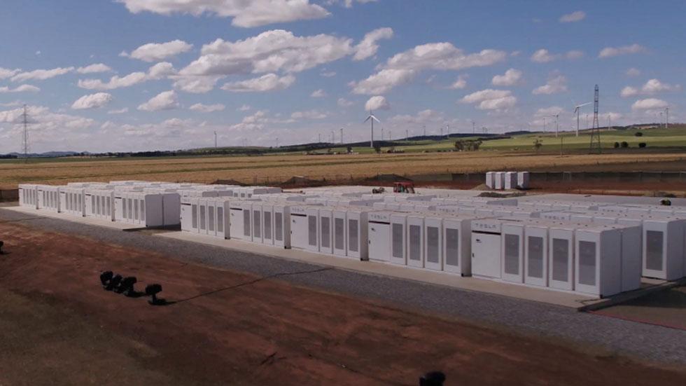 Илон Маск выиграл спор, построив мощное энергохранилище менее чем за 100 дней