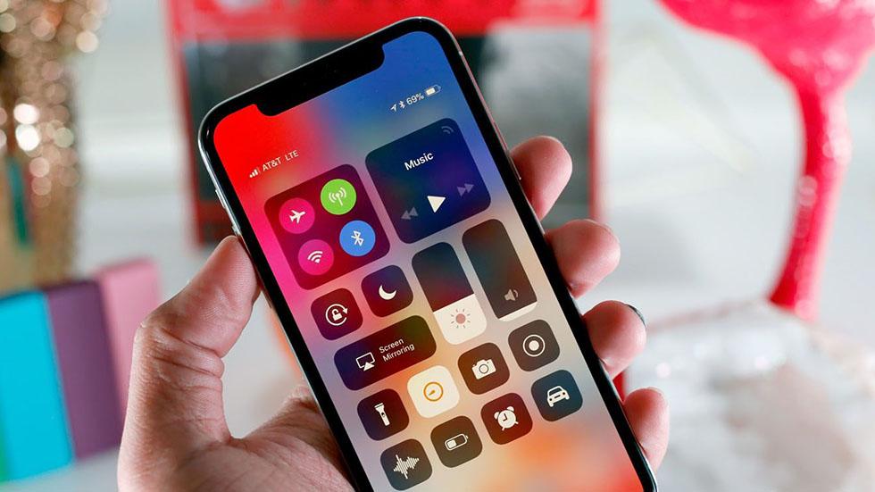Первые впечатления отiPhone X— «великолепный, нонеидеальный смартфон»