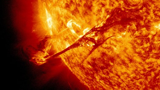Ученые: мощная вспышка наСолнце лишит Землю интернета