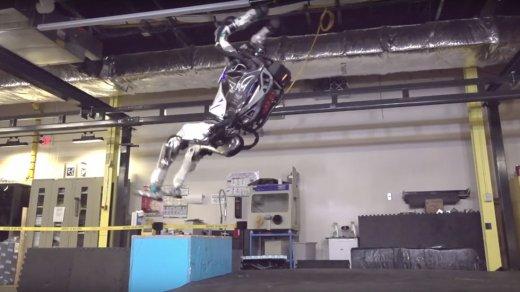 Робот Boston Dynamics научился прыгать иделать сальто (видео)