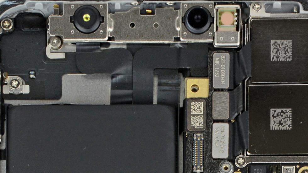 «Прозрачные» обои с внутренними компонентами iPhone X (скачать)