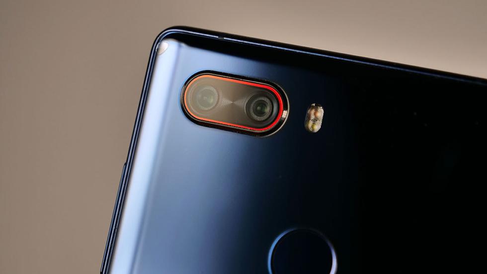 Новый безрамочный смартфон счетырьмя камерами поступил впродажу вРоссии