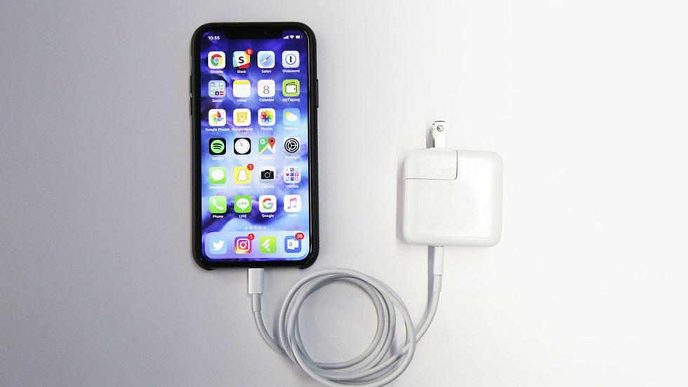 Все iPhone 2018 года будут комплектоваться мощными зарядными устройствами
