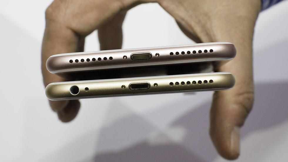 Что делать, если iPhone не заряжается, а кабель отходит? Не спешите в мастерскую