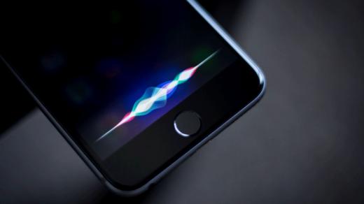 Siri перестала быть самым глупым голосовым ассистентом