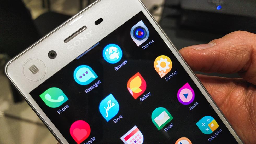 Власти потратят 160 млрд рублей на смартфоны с российской ОС