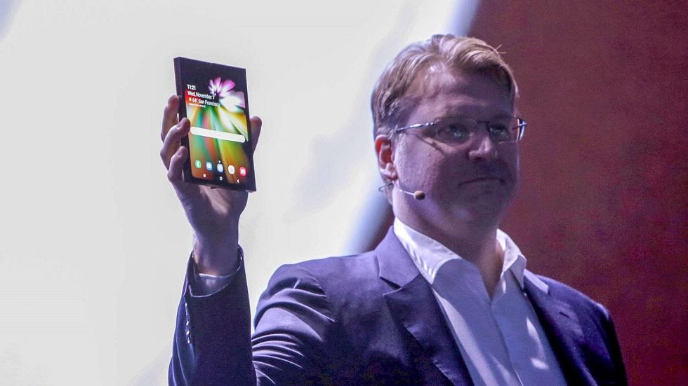 Samsung показала революционный смартфон с гибким дисплеем