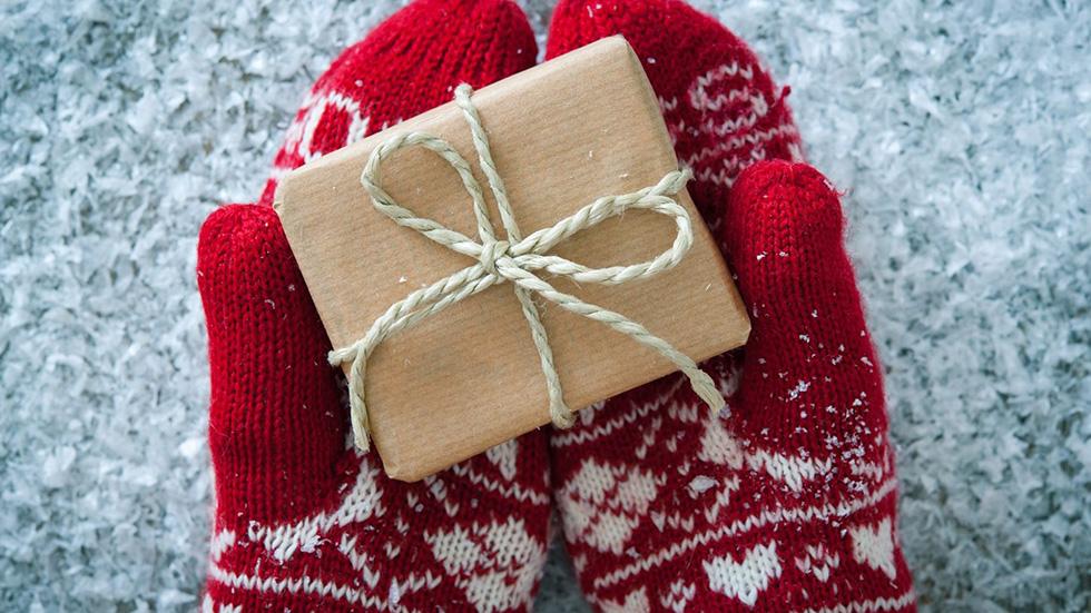 9 идей оригинальных подарков наНовый год: гаджеты с большими скидками