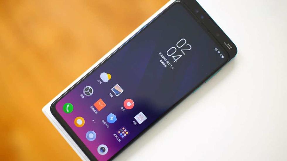 Названа новая особенность смартфона Xiaomi Mi9— тройная камера