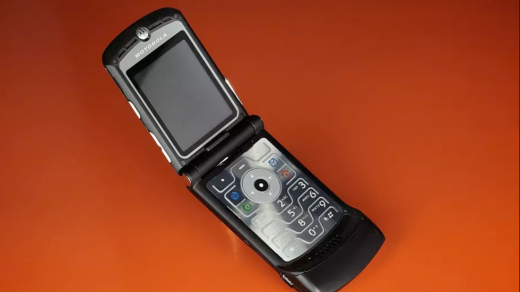 Легендарный Motorola RAZR возвращается, ноцена отпугнет почти всех