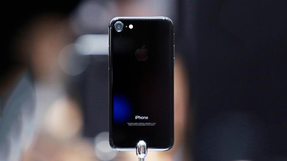 Цена iPhone 7упала доминимальной в2019 году