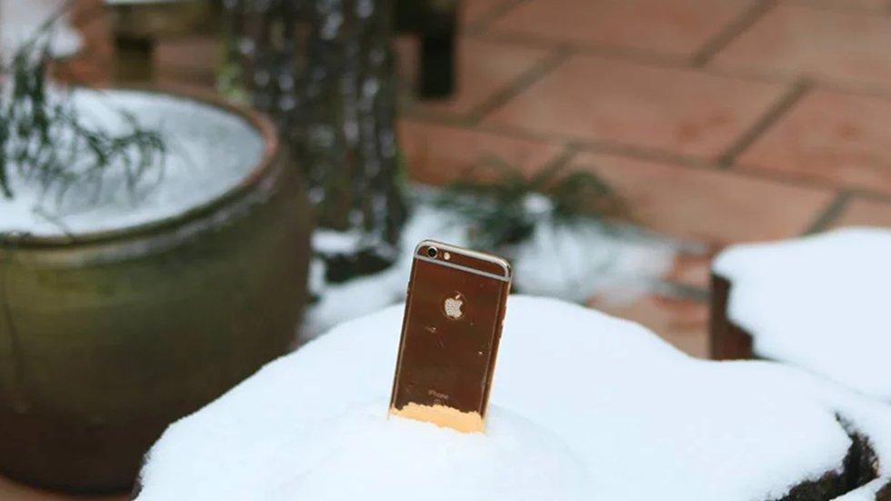 iPhone 6sпролежал вснегу неделю ипозвал владельца напомощь