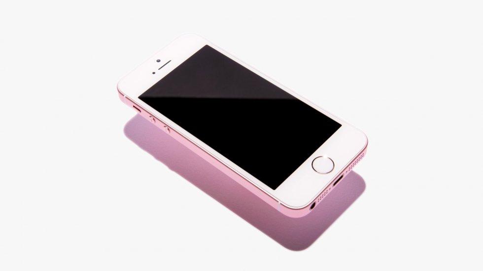 iPhone SEназвали «звонилкой». Владельцы жестко несогласились