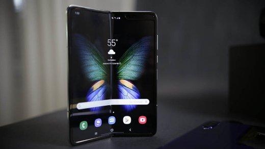 Жалоб все больше. Дисплей складного смартфона Galaxy Fold за$2000 ломается после пары дней использования
