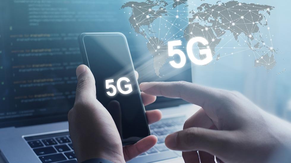 Названа дата выхода первого iPhone соскоростным 5G-модемом отApple