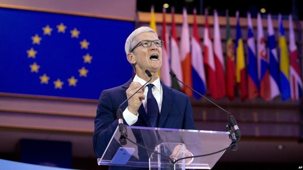 Тим Кук похвастался отличием Apple отGoogle иFacebook