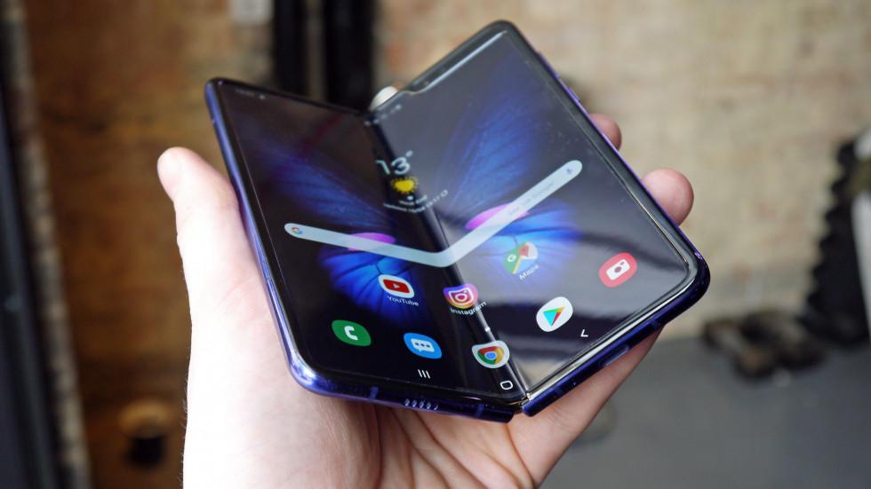 Дисплей Galaxy Fold царапается от всего подряд