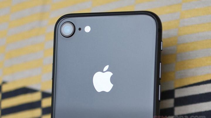 СМИ назвали iPhone SE2«дешевым». Нотаким онбудет только через год