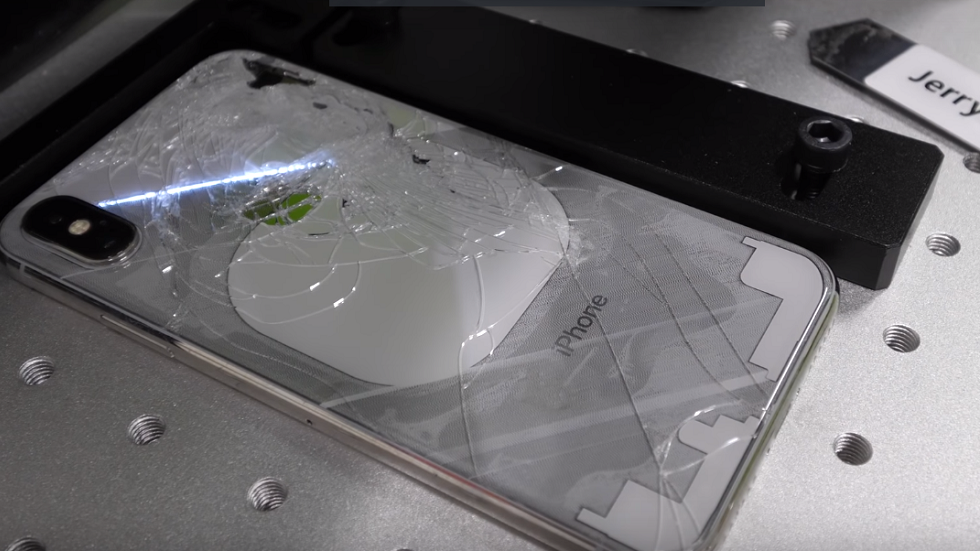 Дешевый ремонт iPhone возможен при помощи лазера (видео)