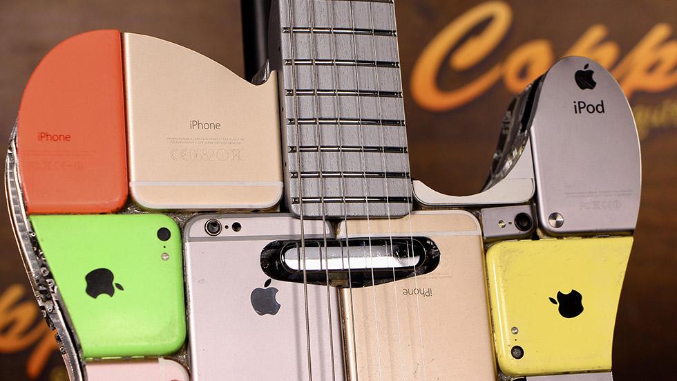 Видео дня: москвич сделал гитару из107 айфонов