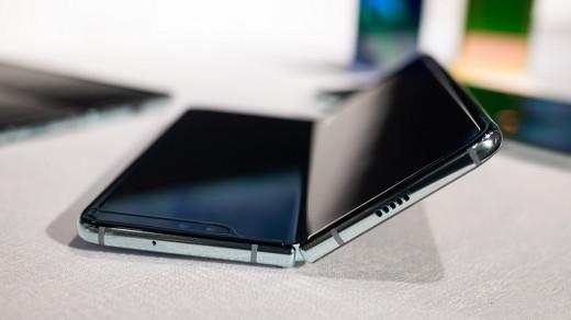 Складной смартфон Samsung Galaxy Fold оказался мало кому нужен