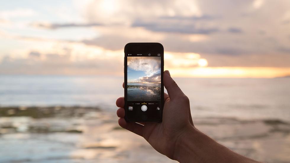Настройка iPhone, которую нужно отключать зарубежом. Иначе списывают деньги
