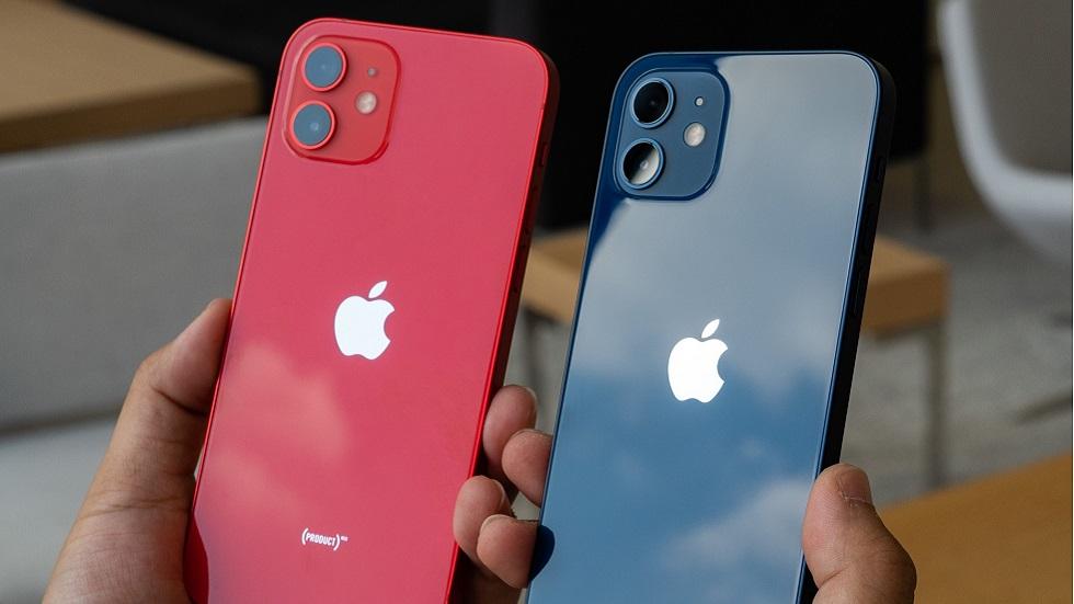 Айфон 12 синего и красного цветов