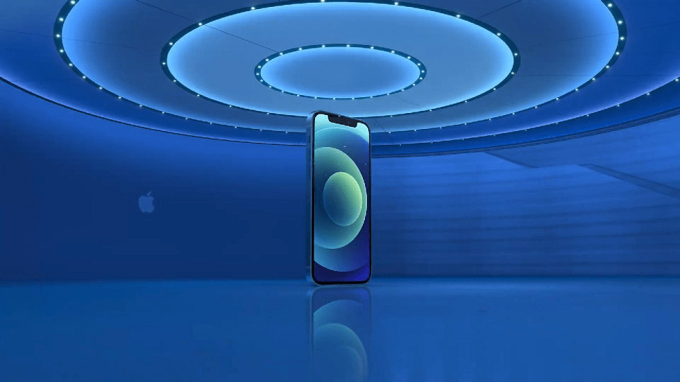 iPhone 12 уже подешевел в России — цена упала на 10%