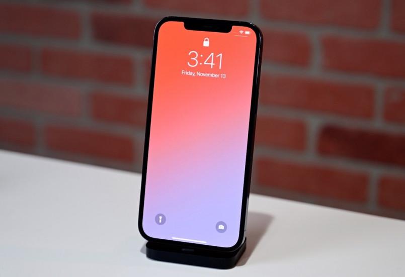 У iPhone 12 Pro Max отличный дисплей, второе место в рейтинге 2020