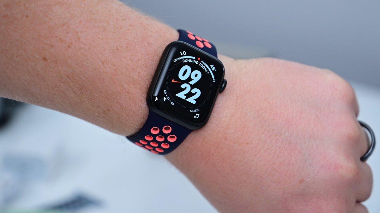Apple выпустила watchOS 8.0.1 — прошивка полезна для владельцев Apple Watch Series 3