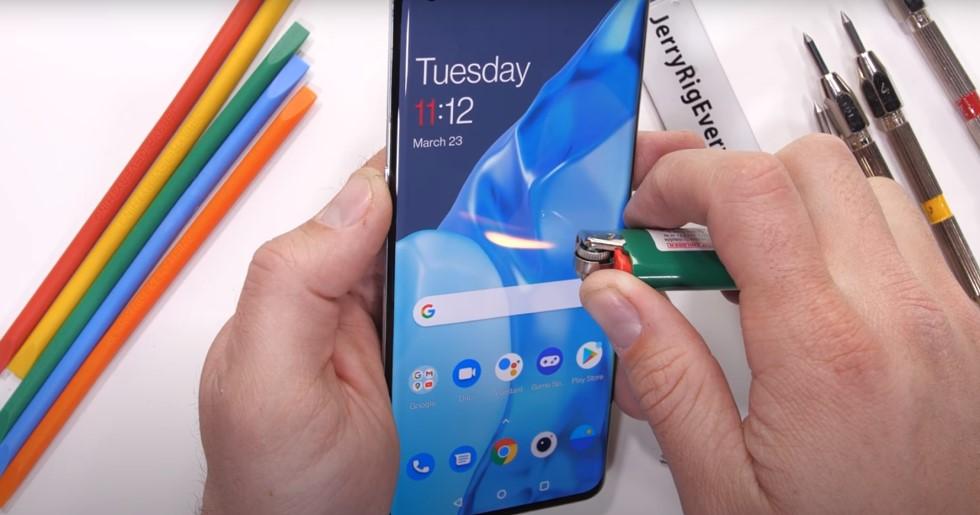 Тест на прочность: флагман OnePlus 9 Pro жгут, гнут и царапают