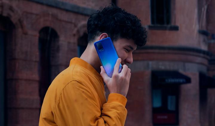 OPPO выпустила смартфоны с зарядкой, которая не бесит
