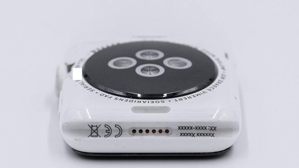 Еще один крутой прототип — первые керамические Apple Watch, которых не было